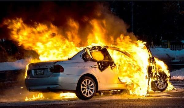 BMWの自動車保険における車両保険金額の設定