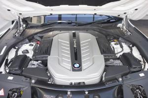 N74B60A型V12エンジン